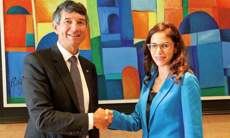 Philippe Rocard, PDG d'Axa Assurance Maroc, et Zineb Drissi Kaitouni,  co-fondatrice de DabaDoc.