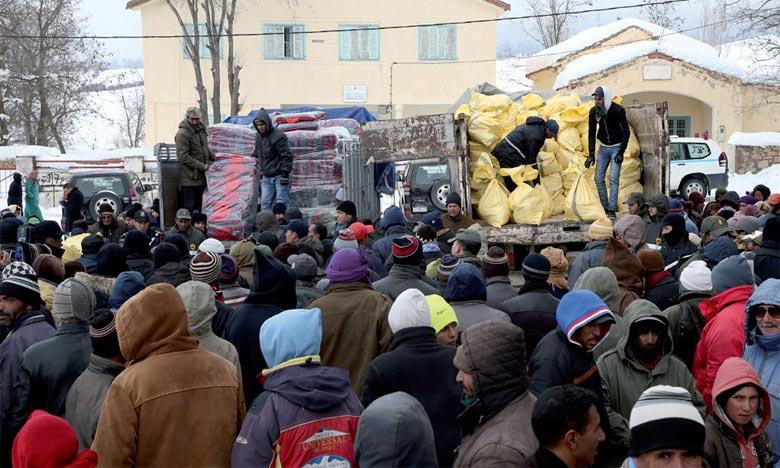 Plusieurs associations se sont mobilisées le week-end dernier pour venir en aide aux populations vivant dans les montagnes d'Azilal en leur offrant divers dons pouvant les aider à affronter les rigueurs de l'hiver. . Ph : DR
