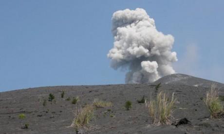 L'éruption d'Anak Krakatau inquiète