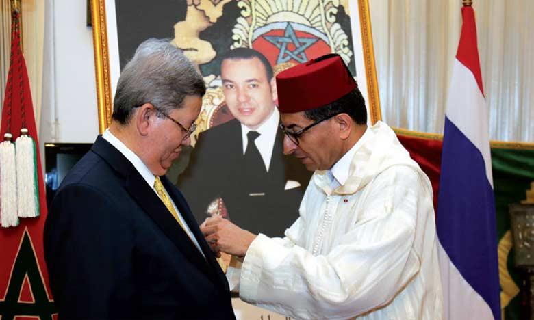 Remise d'une Décoration Royale à  l'ex-ambassadeur de la Thaïlande au Maroc