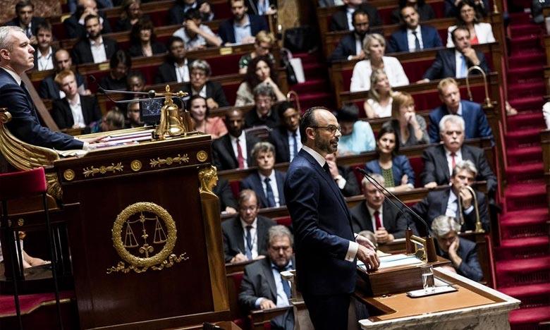 Après avoir fait une concession au «gilets jaunes», le Premier ministre Edouard Philippe doit défendre son plan de crise devant les députés. Ph : DR