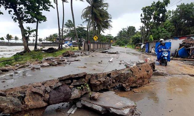 Des inondations balayent plus de 400 maisons à Banten