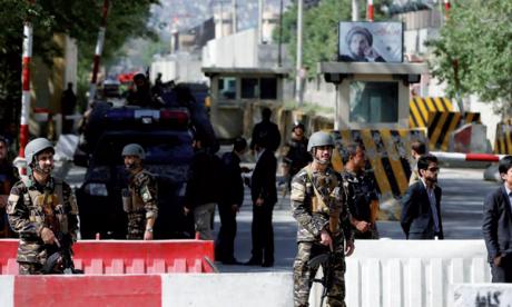 Un attentat-suicide près  de Kaboul fait 12 morts, dont 8 civils