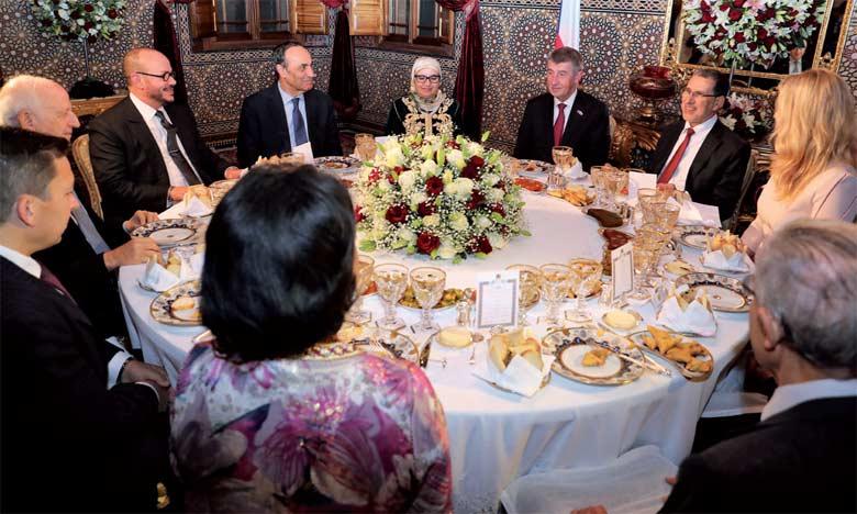 S.M. le Roi offre un dîner en l'honneur  du Premier ministre tchèque