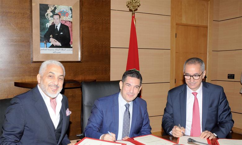La convention a été signée par Said Amzazi, ministre de l'Éducation nationale, Asaf V. Sasaoglu, président-directeur général de Vivo Energy Maroc, et Jamal Belahrach, président de la Fondation Zakoura.