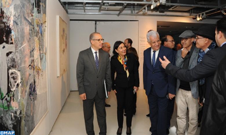 L'exposition constitue une relecture visuelle de l'œuvre littéraire de Mahmoud Darwich.