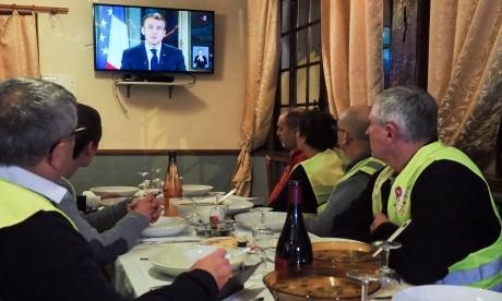 Mouvement des gilets jaunes : le geste d'Emmanuel Macron
