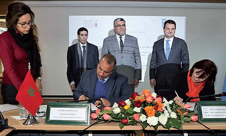 D'un budget de plus de 3 millions de dollars, le projet signé vise à promouvoir la culture démocratique et les droits de l'Homme.