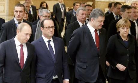 Macron et Merkel appellent  à un cessez-le-feu «complet  et durable»