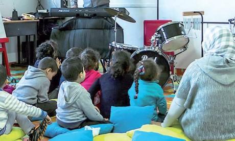 L'INDH a contribué, entre 2014 et 2018, à l'équipement de 37 classes d'enseignement préscolaire dans 25 écoles dans la préfecture de Fès.