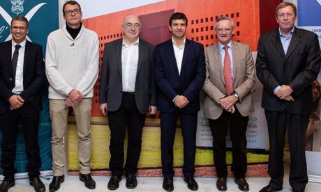De droite à gauche, Frank Pacard, directeur de l'enseignement et de la recherche à l'École Polytechnique, Jean-Bernard Lartigue, délégué général de la Fondation de l'École polytechnique, Hicham El Habti, SG de l'Université Mohammed VI Polytechnique, Eric Moulines, professeur à l'École Polytechnique, Nicolas Cheimanoff, directeur de l'École de management industriel de l'UM6P et Ahmed Mahrou, directeur du site  de Jorf Lasfar de l'OCP.