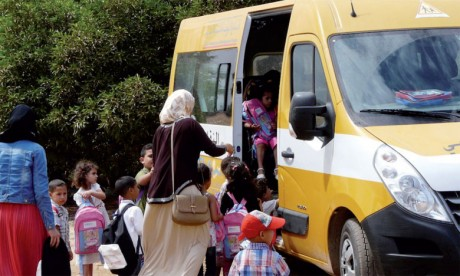 Distribution de neuf minibus de transport scolaire à sept communes rurales