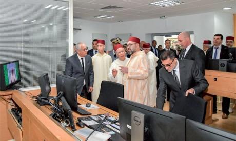 Sa Majesté le Roi Mohammed VI a procèdé, le vendredi 2 novembre 2018 au siège de la Société nationale de radiodiffusion et de télévision (SNRT), au lancement des causeries de la Radio Mohammed VI du Saint Coran, sur Al-Hadith Acharif «Addourous Al Hadithia».
