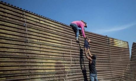 Émoi après la mort d'un deuxième enfant migrant détenu