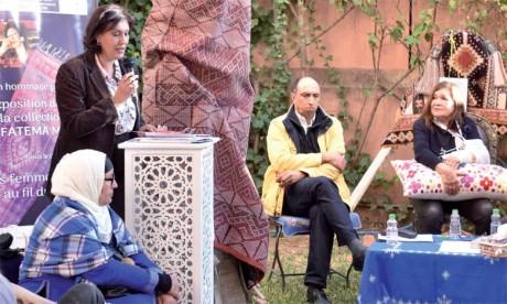 Plusieurs intervenants ont apporté des témoignages sur l'œuvre de Fatema Mernissi et sa relation avec le tapis.