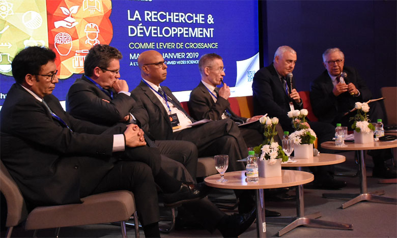 Pour développer l'innovation et la R&D, il faut un véritable pont entre les entreprises et les universités, ont appelé les participants au colloque X-Maroc 2019, le 15 janvier à Casablanca. Ph. Saouri