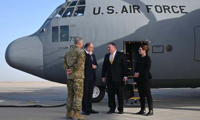 Le secrétaire d'État américain Mike Pompeo accueilli par l'ambassadeur américain en Irak, Douglas Silliman (2e à partir de la gauche), à son arrivée à l'aéroport de Bagdad le 9 janvier 2019.  Ph. AFP