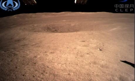 La première image de l'autre côté de la lune prise par la sonde chinoise Chang'e 4. Ph : CNSA