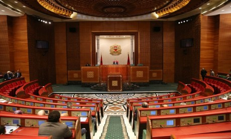 Les projets de loi relatifs au service militaire et aux CRI adoptés à la Chambre des conseillers