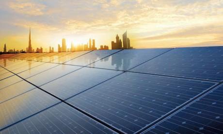 Dubaï se dote de sa première station  hybride solaire-éolien