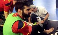 Rodrigo Corrales, gardien de l'équipe d'Espagne, s'est blessé au genou, après la chute d'un panneau publicitaire. Ph : DR