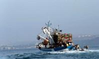 Tous les membres de l'équipage du sardinier, dont l'épave s'est fracassée contre le récif, dé été ramenés sains et saufs sur la terre ferme. Ph : MAP-Archives