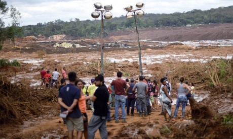 Trente-quatre morts et 300 disparus après la rupture d'un barrage