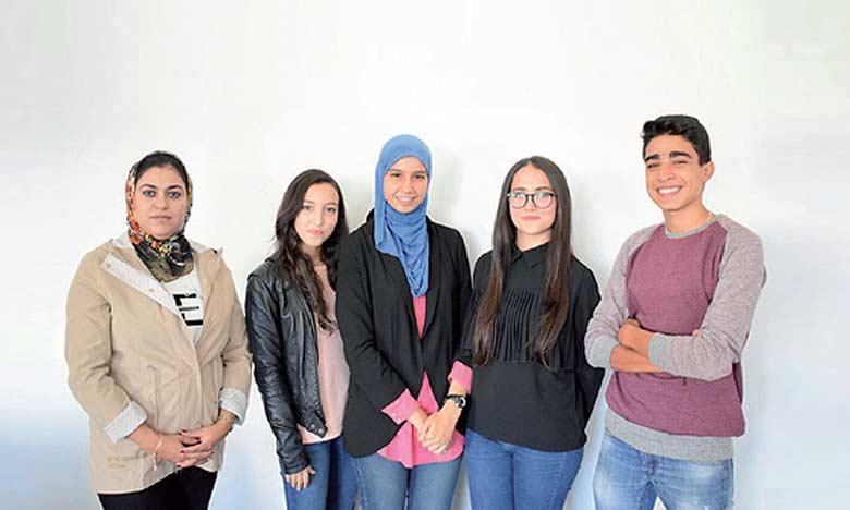 L'application «HandyVoice» a été créée par des élèves du Lycée Abi-Dar Al Ghifari de Rabat, accompagnés par leur conseillère bénévole relevant de l'association Injaz Al-Maghrib, Khadija Baghdad.