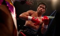 Manny Pacquiao s'était plaint d'une perte de vision et de douleurs à son œil gauche dimanche matin, au lendemain de sa victoire contre Broner, et envisageait même de rentrer aux Philippines consulter un spécialiste. Ph : AFP