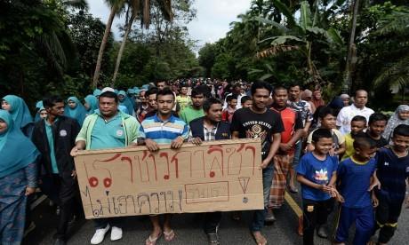 Thaïlande : attentats à la bombe et affrontements avec des rebelles