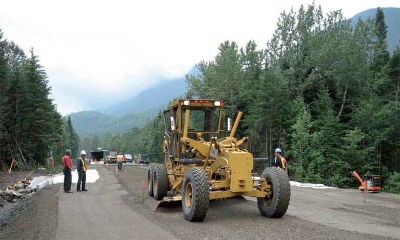 Le budget alloué à la construction des routes couvre 10 projets, dont 5 ont été achevés, alors que le taux de réalisation des 5 restants oscille entre 2 et 80%.