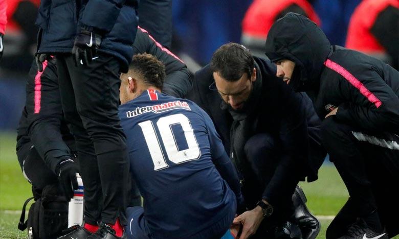 L'attaquant brésilien Neymar a quitté le terrain lors de Paris Saint-Germain - Strasbourg au Parc des Princes. Ph : AFP