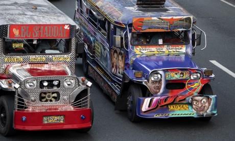 """Philippines: Les """"jeepneys"""" voués à la casse"""