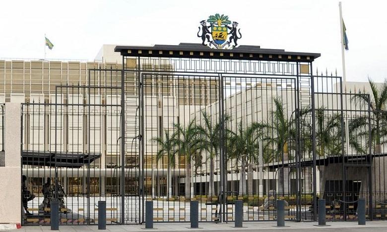 """Gabon: La situation est """"sous contrôle"""", les mutins arrêtés, selon le ministre de la communication"""