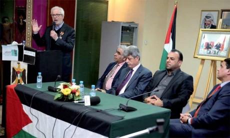 Le poète Mohamed Bennis a été consacré par le «Forum culturel libanais» en France, ce natif de Fez a reçu le prix de la «Créativité arabe», pour l'ensemble de son travail. Ph : MAP-Archives