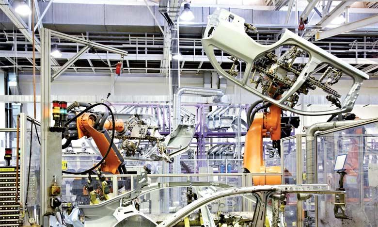 La production fléchit dans l'automobile en novembre (-3,3%) après une hausse de 2,9% en octobre.