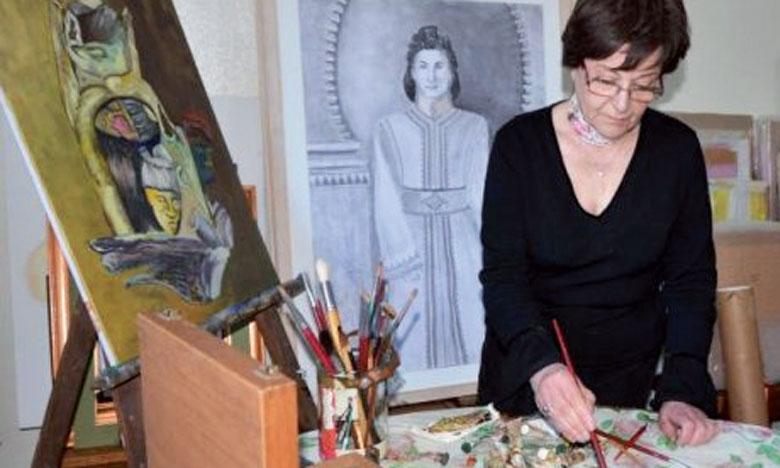 Les toiles de Chams Eddoha sont un vrai livre où on peut lire les histoires qu'elle veut raconter et présenter au public.