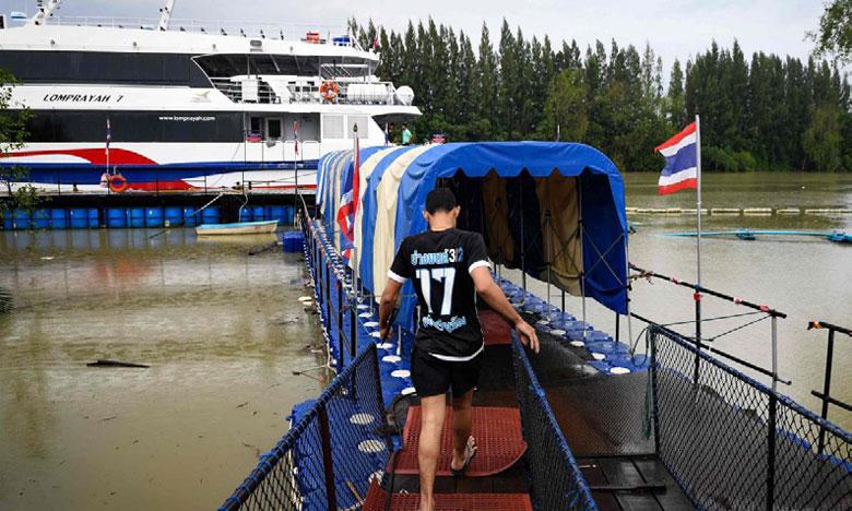 Des centaines de touristes bloqués sur les îles du golfe de Thaïlande
