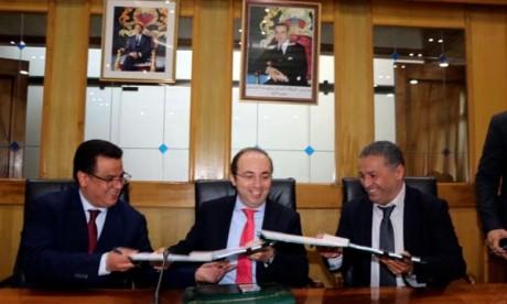 Signature à Rabat des contrats programmes entre le ministère de la Santé et ses 12 directions régionales pour assurer un accompagnement spécifique à la région, pour la mise en œuvre, le suivi et l'évaluation des activités du plan d'action 2019-2021. Ph : DR