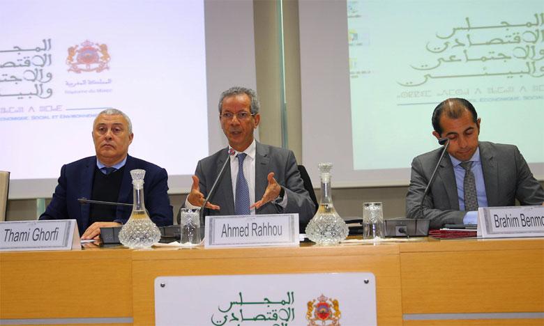 M.Rahhou (au centre) a évoqué la création d'un statut régional pour les chercheurs africains.