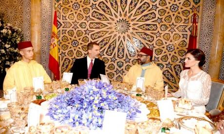 S.M. le Roi offre un dîner officiel en l'honneur des Souverains espagnols
