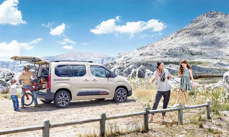 Le nouveau Berlingo adopte les éléments identitaires du style Citroën et une nouvelle morphologie qui lui procurent une attitude à la fois robuste et bienveillante.