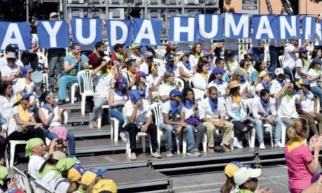 L'opposant Juan Guaido tente de faire entrer l'aide humanitaire bloquée à la frontière colombienne