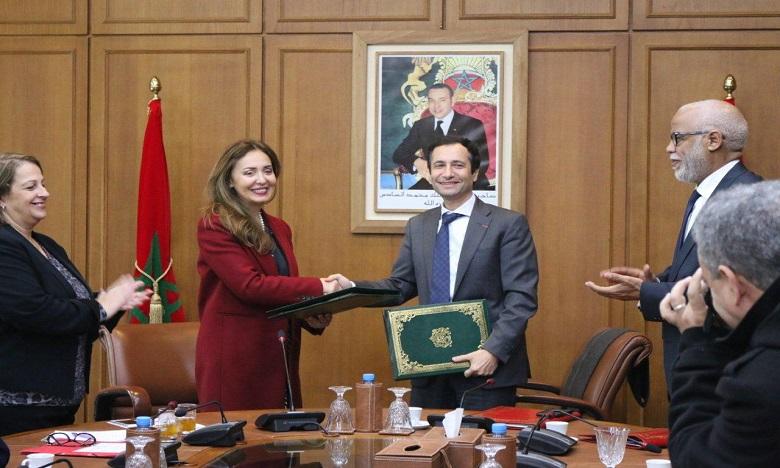L'accord a été signé par le ministre de l'Economie et des finances, Mohamed Benchaaboun, et la représentante résidente du Bureau national de la BAD, Leila Farah Mokaddem. Ph. DR