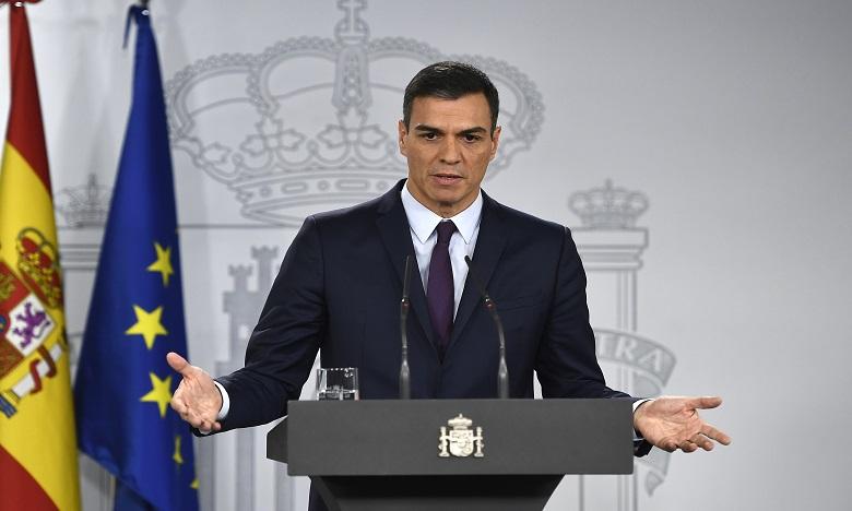 Devant la presse, Pedro Sanchez est passé en mode campagne, vantant l'action de son bref gouvernement. Ph. AFP