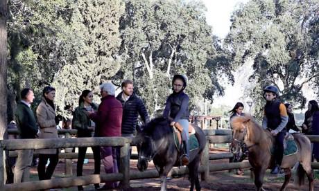 Le Prince Harry et son épouse s'informent  du programme d'équithérapie initié par la Fédération Royale marocaine des sports équestres