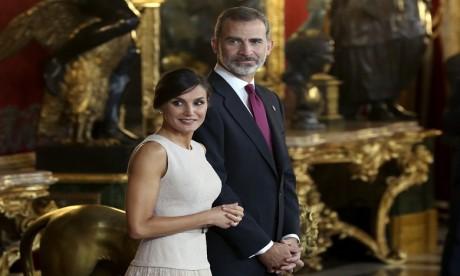 S.M. le Roi Felipe VI et la Reine Letizia reçoivent des écrivains marocains d'expression espagnole