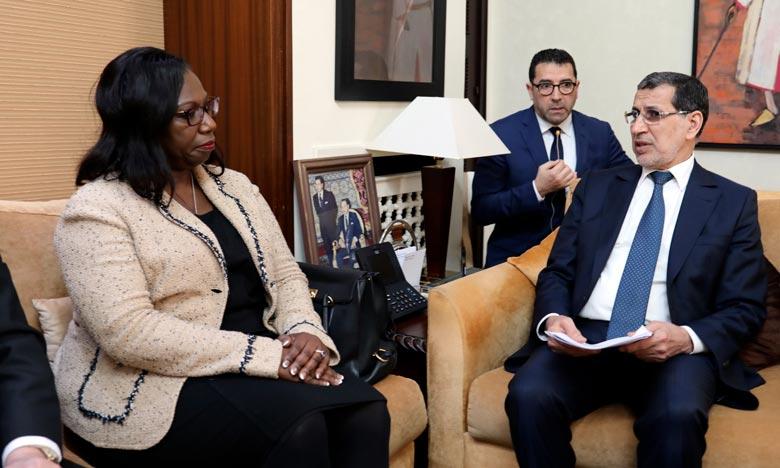 Le chef du gouvernement, Saâd Dine El Otmani, s'entretenant avec la vice-présidente et secrétaire générale de la Banque mondiale, Yvonne Tsikata. Ph : MAP