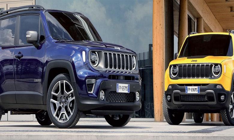 Plus moderne à l'avant, le nouveau Renegade adopte une nouvelle façade, avec une calandre Jeep à 7 fentes similaire au Wrangler, et de nouveaux phares full LED.