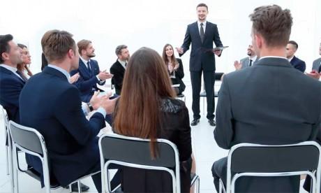 Il est clair qu'un créateur d'entreprise charismatique aura plus de facilité pour avoir à ses côtés le soutien d'investisseurs, de partenaires, de clients…